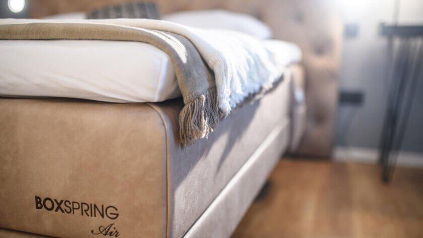 boxspring-postelja-exclusive-top-postiljanje
