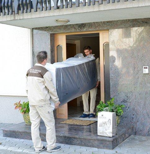 Boxspring postelja model Base-zbudite se spočiti. Maremico spalni center.